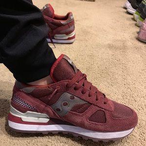 Saucony sneakers Maroon